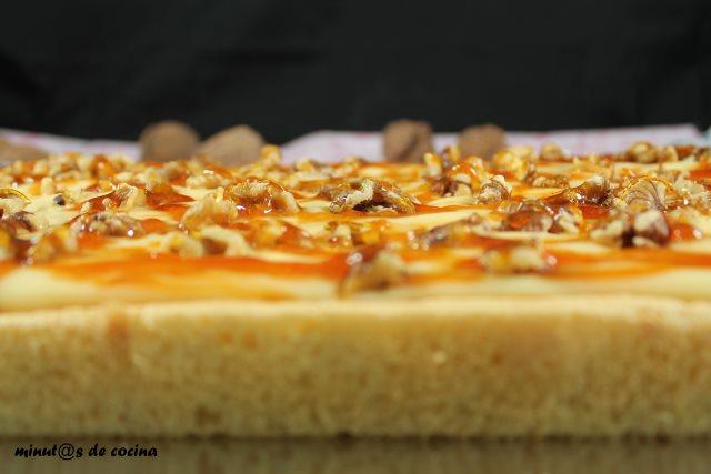 pastel de crema y nueces